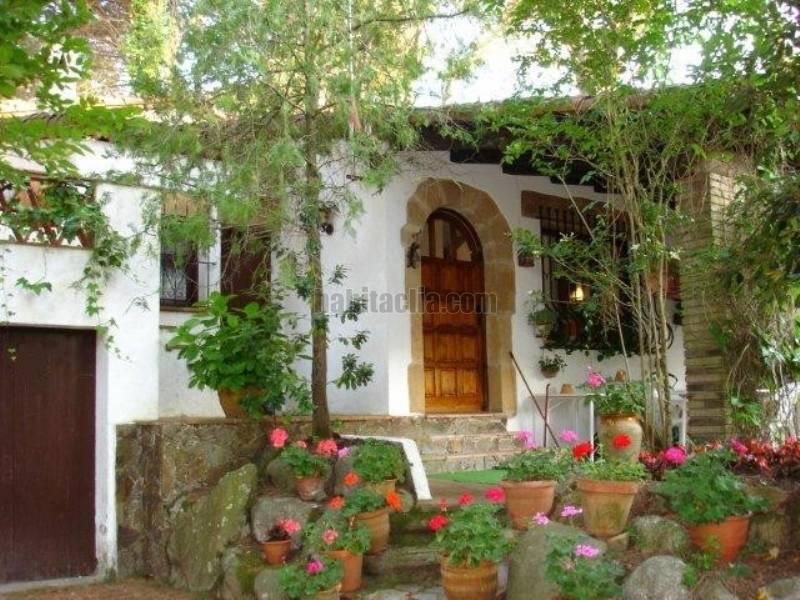 Casa por estilo r stico catal n en santa cristina d aro - Casa en catalan ...