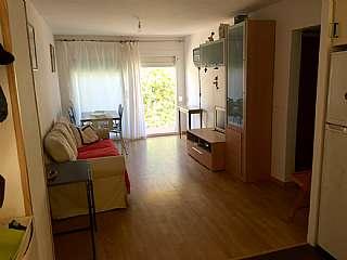 Apartamento en Carrer camelia,13. Baño, cocina reformada, parquet. 100m de la playa
