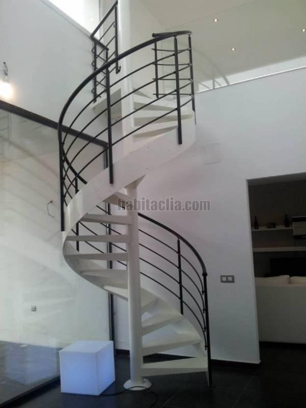 Alquiler casa por 600 minimalista de lujo en rielves - Escaleras de caracol minimalistas ...