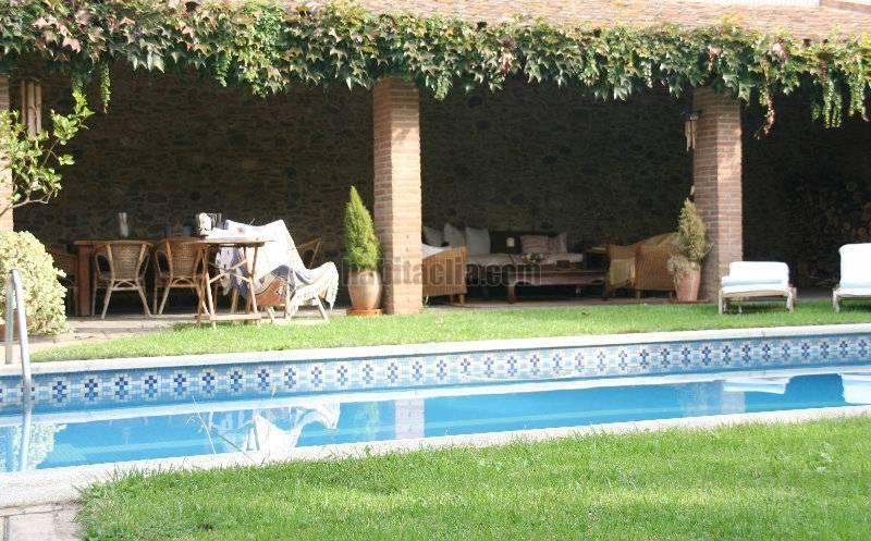 Casas con porche y piscina cool porche con piscina de una for Casas con piscina y jardin