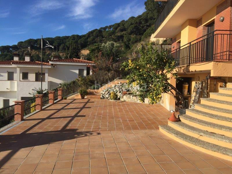 Casa por en alella park independiente a 10min de for Casa jardin barcelona