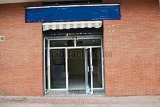 Alquiler Local Comercial en Carrer salvador espriu,58. Zona comercial ,frente parque y centro c�vico