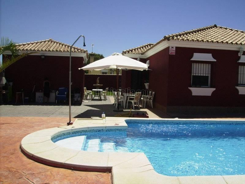Casa por en camino del rodeo chalet individual for Casas con piscina jerez de la frontera
