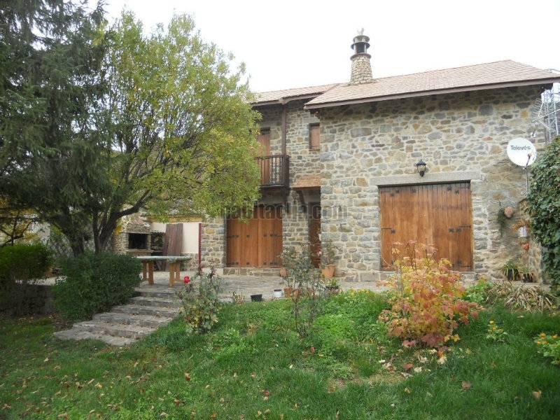 Casa por en camino de la ermita precioso chalet for Jardines en piedra natural