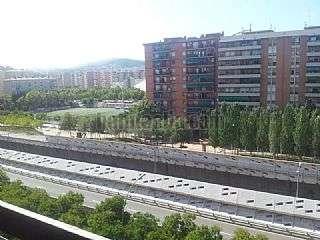 Alquiler Piso en Gran via corts catalanes,1084. Piso de 80mt con balcon,sol vistas,ext, asc, 3hab,