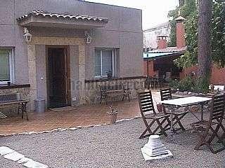 Alquiler Casa en Passeig maritim rafael casanova,26. Independiente con un gran jardin  cerca del mar