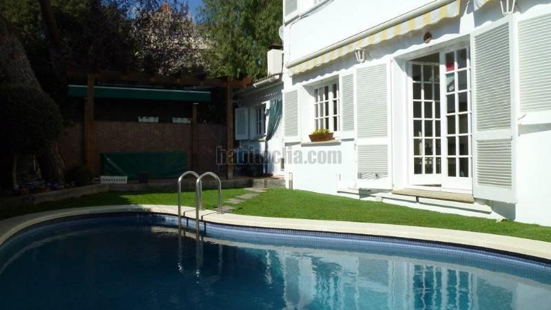 Casa por en passeig vilesa soleada piscina for Piscina tiana