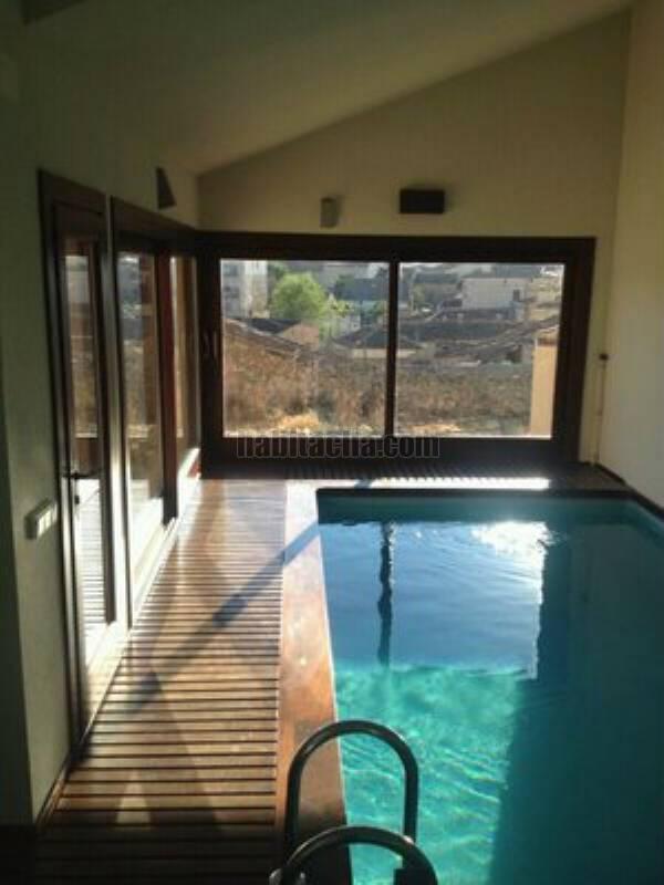 Alquiler casa por en la matilla barrio alto 8 km for Casa con piscina climatizada
