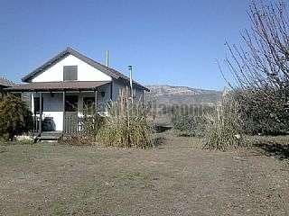 Casa en Della segre,1. Bonita casa de madera, localizada a 250m del rio.