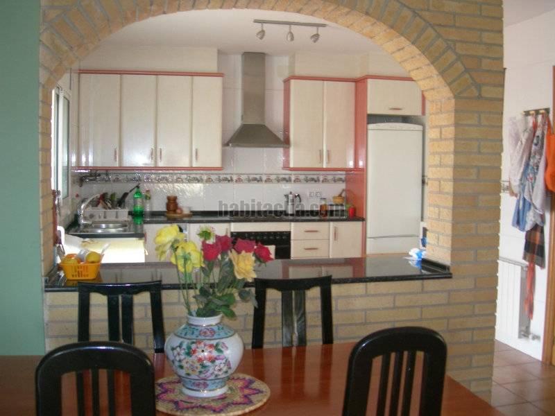 Foto Cocina con barra americana y equipada Bisbal del Penedès (La ...