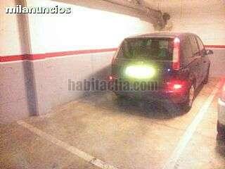 Parking coche en Carrer carrasco i formiguera, 3. Plaza de parking para un coche grande y una moto g