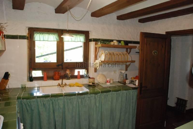 Casa por en d avall de pueblo restaurada en - Cocinas de pueblo ...