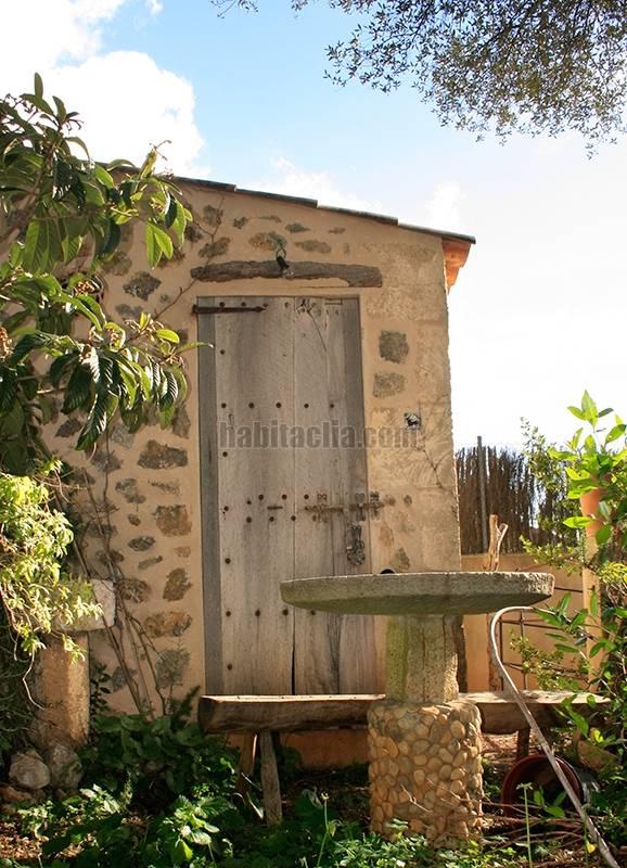 Casa por en major tradicional mallorquina for Casitas para herramientas jardin