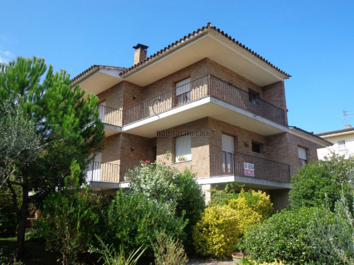 Casa por de 1300 metros carrer prat 115 casa - Porche chalet ...