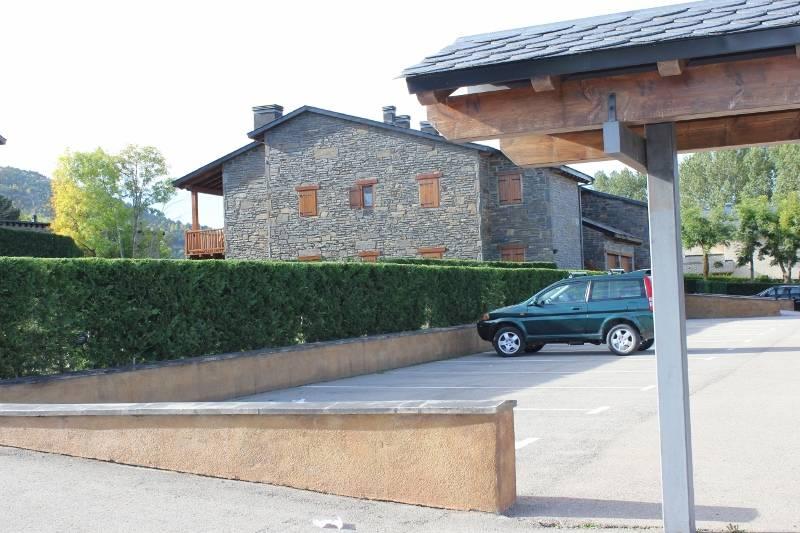 Alquiler casa adosada por 895 en urbanizacion prats de for Alquiler de aparcamiento