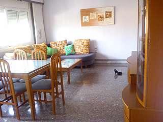 Alquiler Piso en Carrer sant vicen�, 2. Piso de 123 m2. 3 habitaciones, 2 balcones