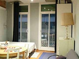 Piso en Barcelona, Hostafrancs. Loft 37m2  luz natural, cocina, lavadora y nevera Creu cuberta, 53