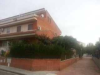 Casa adosada en Passatge ameriques (les), 19. Chalet adosado esquinero.