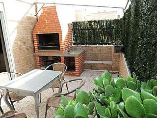 Alquiler �tico en Alicante. Alquilo atico con terraza y barbacoa, 62m2. Calle julio antonio, 7