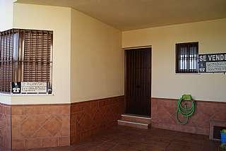 Casa adosada en Calle asociacion mujeres atenea, 24. Se vende casa nueva en la victoria.