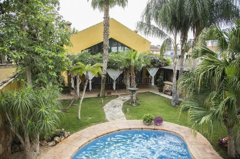 Casa por interiores y jardin espectaculares en for Casa jardin murcia