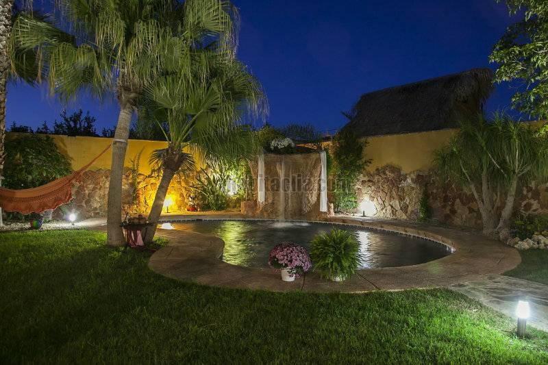 Casa por interiores y jardin espectaculares en for Piscina jardin norte