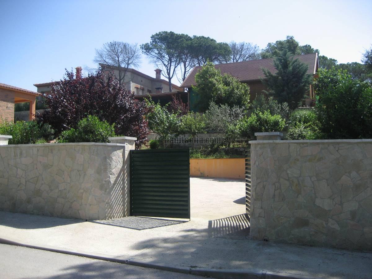 Casa por en urbanizaci n la goba calle riu for Vendo casa madera