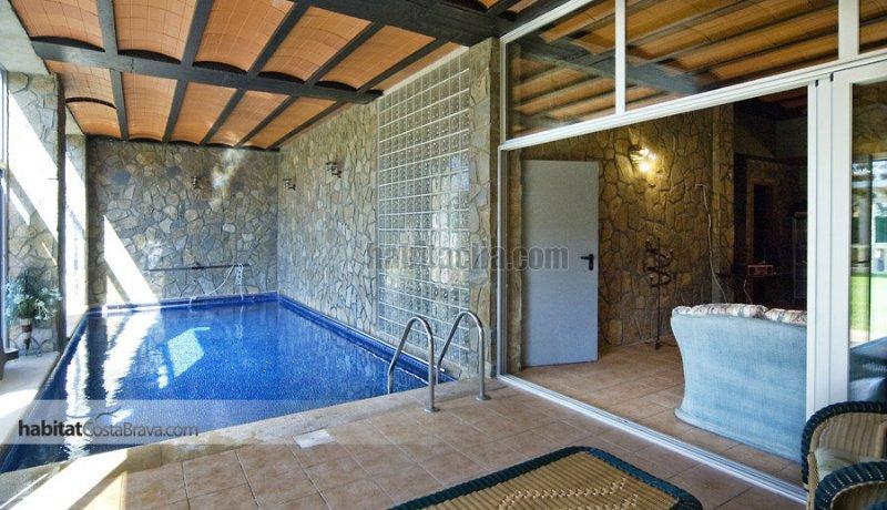 Torre por en aubanell espectacular casa alto for Casas con piscina interior fotos