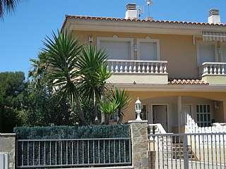 Casa adosada en Carrer mar cantabric, 25. Fantástica casa para entrar a vivir