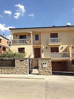 Casa pareada en Carrer bellavista, 26. Casa unifamiliar amb jard� en venda