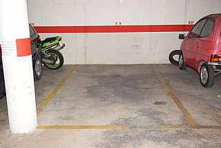 Parking coche en Carrer solsona, 29. Plaza de parking para coche mediano y grande.