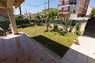 Casa en Carrer rosello, 14. Casa con jard�n y parking