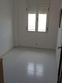Alquiler Piso en Calle sepulveda, 142. Se alquila piso 55m2 c/ sepulveda 500� 3� ascensor