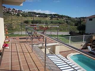 Alquiler Casa en Carrer manet, 44. Planta primera de casa unifamiliar con piscina