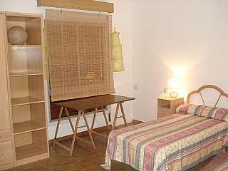 Alquiler Piso en Carrer antoni rovira i virgili (d. Muy bien situado, espacioso, luminoso y exterior.
