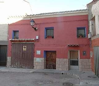 Casa en Goya, 6. Casa de pueblo con patio y terraza a reformar.