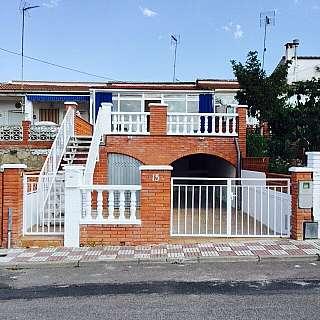 Casa adosada en Carrer graell, 15. Casa adosada situada en urbanización el calvet