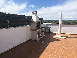 Piso en Carrer albert porqueras, 9. Piso con piscina comunitaria y terraza con barbaco