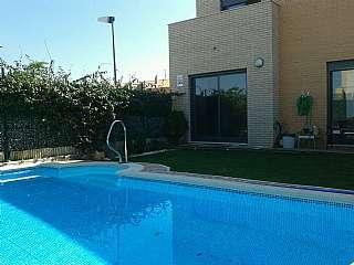 Casa adosada en Calle coseras, 58. Casa adosada con piscina, y gran jard�n