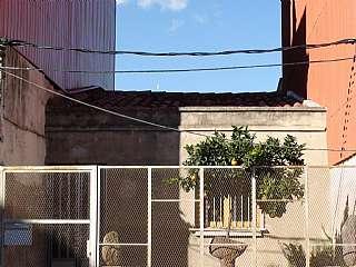 Terreno residencial en Carrer bobila, 26. Solar de 115 m2, edificable 180 m2. jardín.