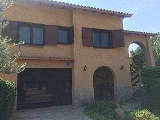 Casa en Carrer sant miquel de toudell, s/n. Magnifica casa con piscina y porche con barbacoa