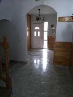 Casa adosada en Carrer montserrat raventos, s/n. Excelente casa para entrar a vivir!!! muy soleada
