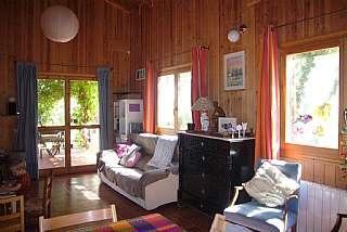 Casa en Carrer vilabella, 13. Chalet de madera y obra en planta baja