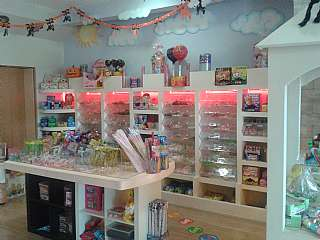 Alquiler Tienda en Avinguda onze de setembre, 14. Estupenda tienda de chucherias en santa perpetua