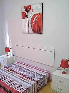 Alquiler Piso en Avinguda valmanya, 19. Totalmente nuevo con muebles, cortinas, lavavajill