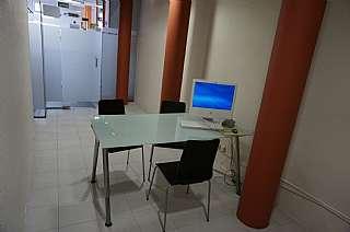 Local commercial dans Carrer munt, 49. Ideal para abogados, gestores,arquitectos centrico