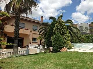Casa in Carrer barcelones, s/n. Casa independiente con gran jardín y piscina