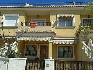 Casa adossada a Calle sacanit, s/n. Adosado en venta totalmente amueblado