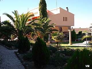 Casa en Avenida montevive, 5. Chalet con piscina, gran jard�n y parcela.