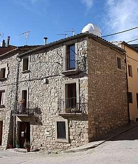 Casa en Carrer roser, 7. Casa de pedra reformada amb calefacció de biomassa